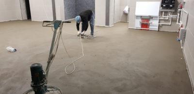 Полусухая стяжка пола в гараже