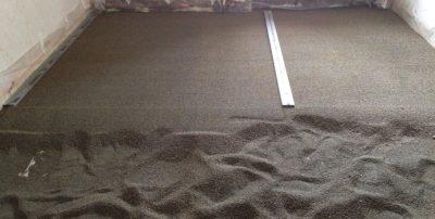 Выравнивание пола керамзитом и стяжкой