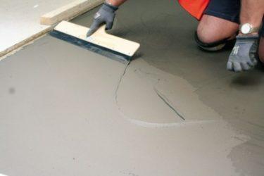 Как выровнять стяжку пола тонким слоем?