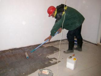 Чем обработать цементную стяжку чтобы не пылила?