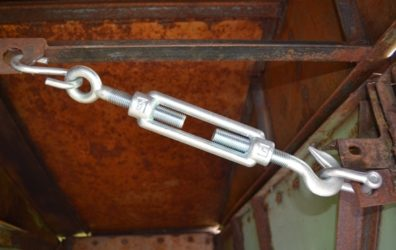 Стяжка для ворот гаража