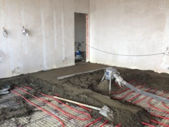 Монтаж теплых водяных полов в бетонной стяжке