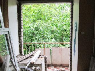 Демонтаж оконного блока на лоджию