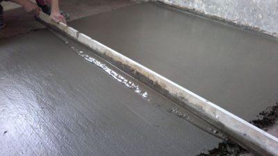 Как выровнять бетонную стяжку после заливки?
