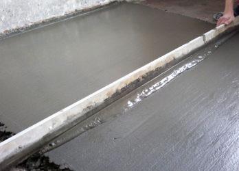 Как сделать цементную стяжку пола своими руками?