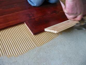 Укладка инженерной доски на стяжку