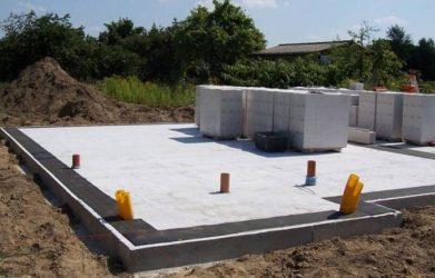 Можно ли использовать газобетонные блоки для фундамента?