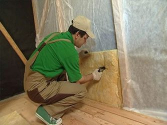 Как крепить утеплитель к деревянной стене?