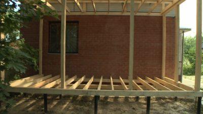 Как пристроить террасу к каркасному дому?