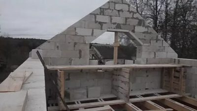 Кладка фронтона из блоков