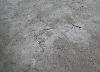 Микротрещины в стяжке пола