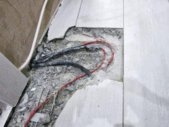 Как снять стяжку с проводов?