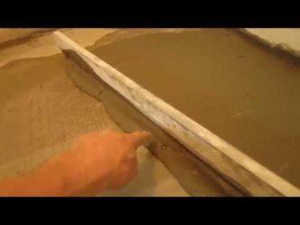 Выравнивание стяжки плиточным клеем