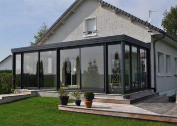 Строительство стеклянной веранды к дому возле соседа