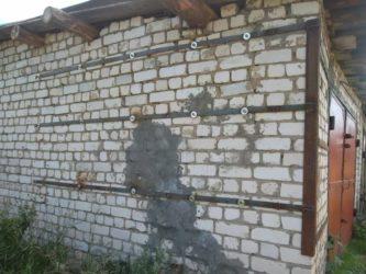 Стяжка стен кирпичного дома