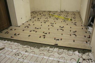Укладка напольной плитки на сухую стяжку