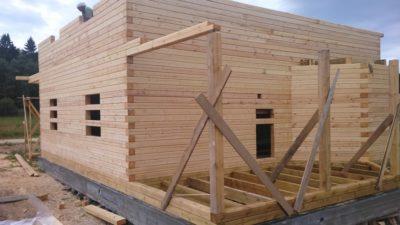 Как правильно выбрать брус для строительства дома?