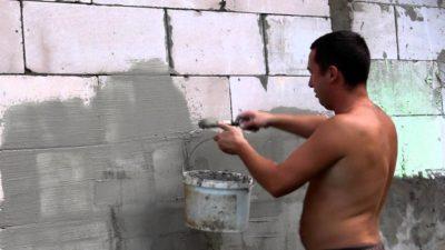 Оштукатуривание стен из газосиликатных блоков