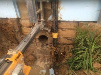 Как сделать отверстие в бетонном блоке фундамента?