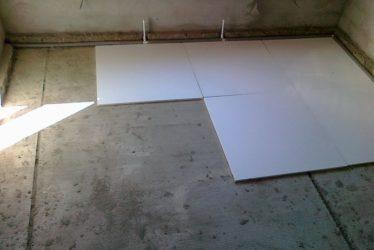 Укладка пенопласта на пол под стяжку