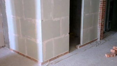 Нужно ли штукатурить перегородки из пазогребневых блоков?