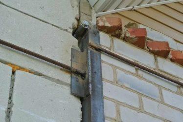 Стяжка кирпичного дома при трещинах в стенах