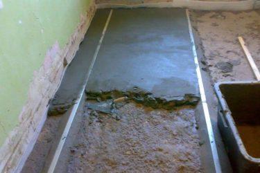 Как правильно залить стяжку пола в квартире?