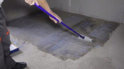 Нужно ли грунтовать стяжку перед укладкой плитки?