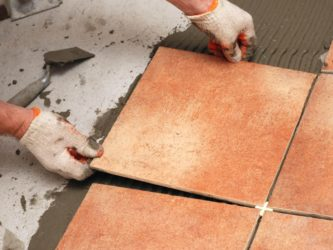Когда можно класть плитку на свежую стяжку?