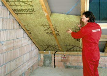 Как положить утеплитель на крышу?