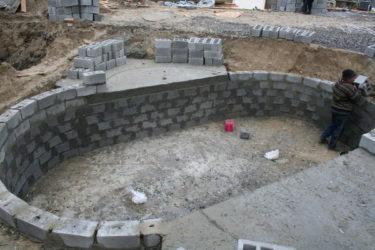 Бассейн из блоков своими руками на даче