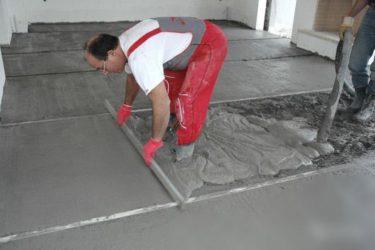 Как делать цементную стяжку пола?