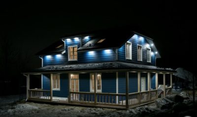 Подсветка на каркасном доме