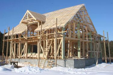 Стройка каркасного дома зимой