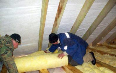 Какой утеплитель положить на потолок дома?