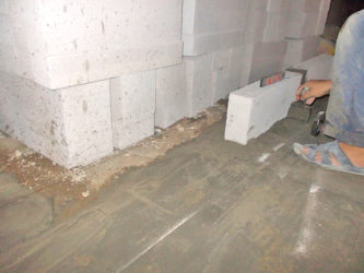 Укладка плитки на газобетонные блоки